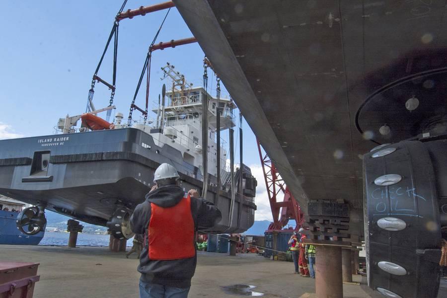O Island Raider limpa os blocos de apoio. (Foto: Haig-Brown / Cummins)