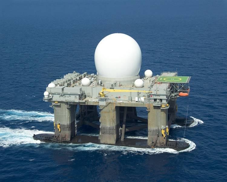 """Laut dem SBX-Projekt war eine selbstfahrende, modifizierte Halbtauch-Ölbohrplattform, die für das seebasierte Test-X-Band-Radar (SBX) der US-Regierung entwickelt wurde, ein gewaltiges Projekt, das wir mit Boeing durchgeführt haben Die Menge an Blut, Schweiß und Tränen, die ich hineingesteckt habe. """"Allein durch dieses Projekt wuchs Glosten von 40 auf 65 Personen. Foto: Glosten"""