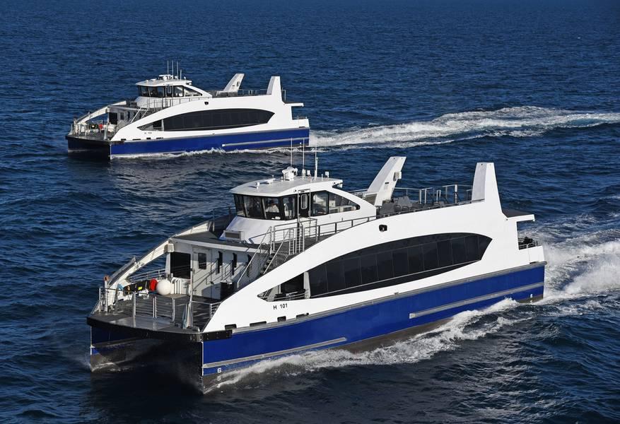 NYC-Fähren des Metallhais auf dem Wasser. KREDIT: Metallhai
