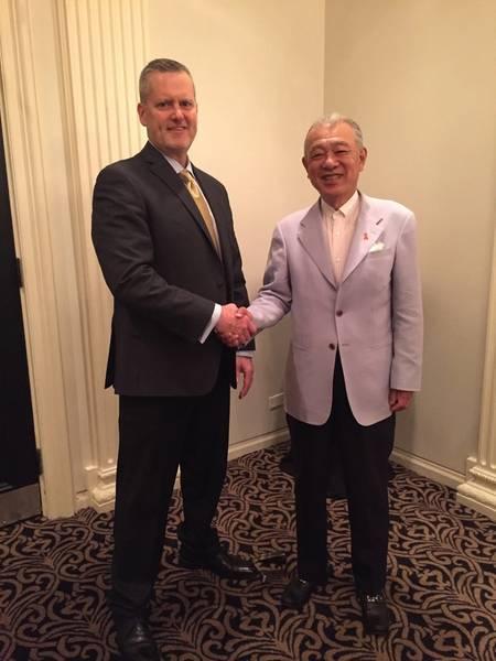 Nippon Foundation Chairman Sasakawa und Greg Trauthwein. Bild: MarineLink.com