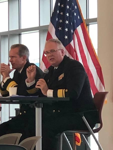RADM माइकल अल्फॉल्टिस, अध्यक्ष, SUNY मैरीटाइम कॉलेज (दाएं)। फोटो: ग्रेग ट्रूथ्विन