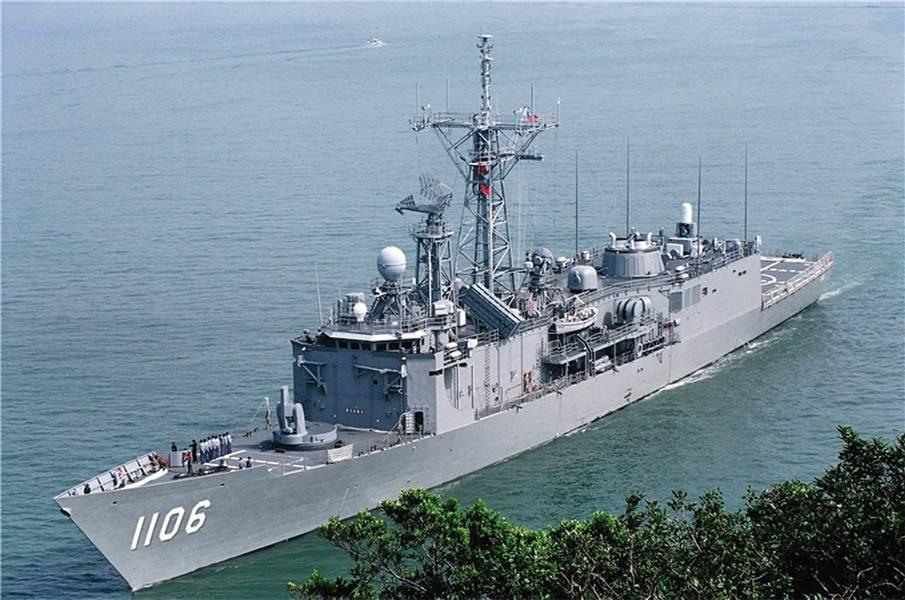 ROCS Yueh Fei (PFG-1106) es uno de los combatientes de la superficie de ROCN. Fue construido en Taiwán para el diseño de la fragata de misiles guiados Oliver Hazard Perry de la Marina de los Estados Unidos. (Foto ROCN)
