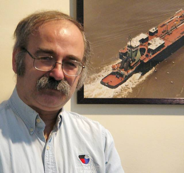 Robert P. (Bob) Hill، President، Ocean Tug & Barge Engineering Corp.