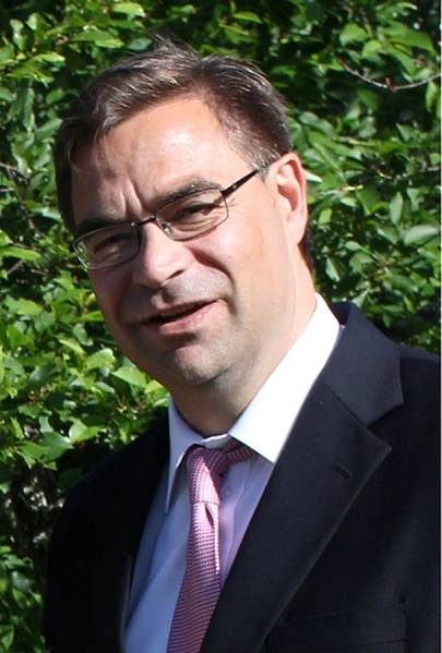 Sobre el autor: Peter Svartsjö es Gerente de cuentas de ABB LV IEC Motors y brinda asistencia a clientes marinos. Tiene casi 26 años de experiencia en ventas y marketing con ABB. Peter tiene una Licenciatura en Administración Industrial del Politécnico Sueco en Vaasa.