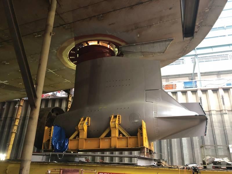 """O Spectrum of the Seas da Royal Caribbean é descrito como """"… primeiro navio classe Quantum-Ultra…"""" O Spectrum é diesel elétrico, com quatro diesel Wärtsilä (2 x 19.200 kW e 2 x 14.400 kW cada) e dois geradores Caterpillar (2.500 kW cada) . A configuração da propulsão consiste de dois ABB Azipod XO de 20.500 kW, com quatro bowrusters Brunvoll de 3.500 kW para frente. Foto: Royal Caribbean International"""