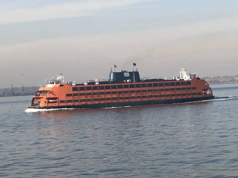 O Staten Island Ferry é uma parte icônica da história e do futuro da cidade de Nova York, transportando mais de 25,2 milhões de passageiros em uma viagem de 5 milhas por 25 minutos por ano, gratuitamente, cortesia de cerca de 40.404 viagens feitas anualmente. Foto: Greg Trauthwein