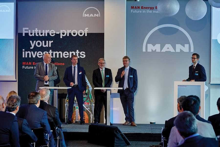 Wayne Jones MAN ES، Pontus Berg BW LPG Ltd، René Sejer Laursen MAN ES، Lars Juliussen MAN ES. الصور: © MAN ES