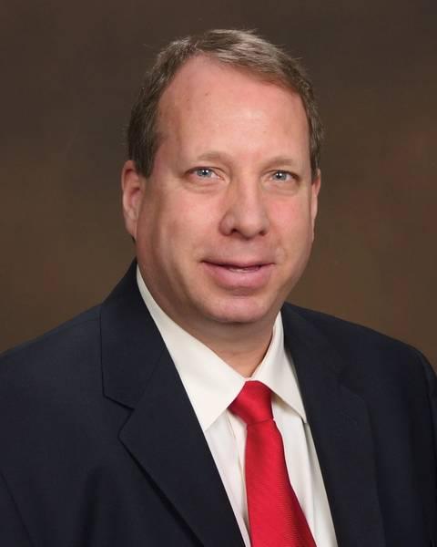 William Burroughs是ABS的高级首席工程师,负责推广环境相关服务,并为支持国际,国家和地区海洋环境法规提供指导。比尔先前的经验包括由De Nora Water Technologies制造的BALPURE BWMS的产品线经理,并担任美国海军潜艇部队的中尉。