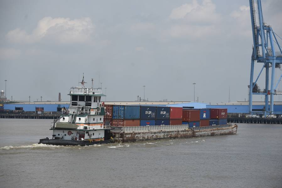 O contêiner Baton Rouge-NOLA em serviço de barcaça / (CREDIT: Port of New Orleans)