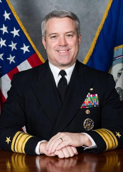 El contraalmirante Ronald A. Boxall, Director, Surface Warfare (N96) (foto de la Marina de los EE. UU.)