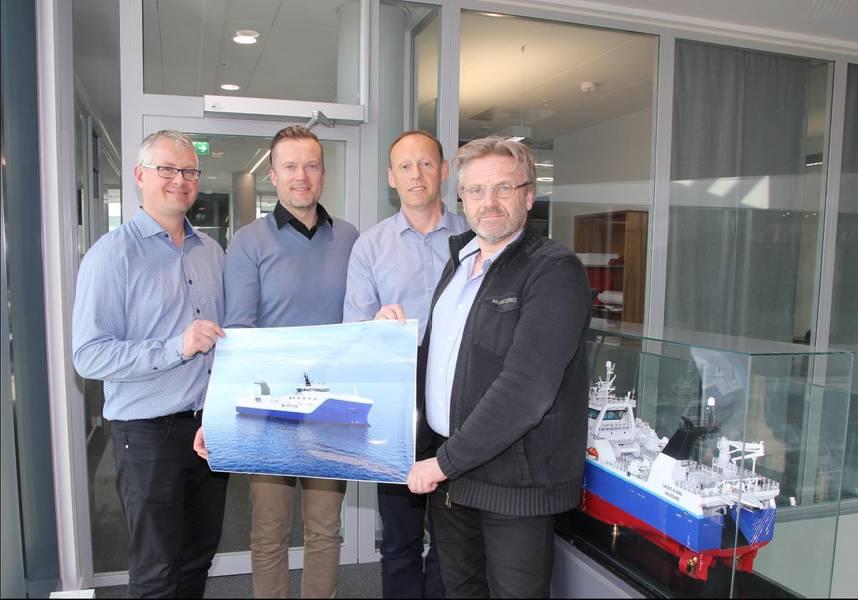 Da esquerda Agnar Juvik (VARD), Torgeir Folland (VARD), Webjørn Barstad (HAVFISK) e Stein Oksnes (HAVFISK) Foto Vard