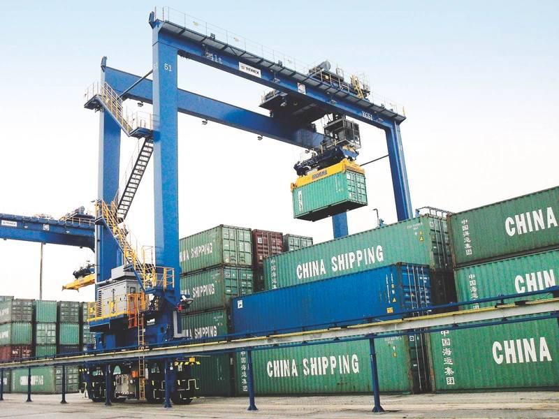 La grúa de batería híbrida PBES / CCCC Shanghai RTG en Shanghai, que reduce las emisiones de las operaciones portuarias. (Foto cortesía de CCCCSH)