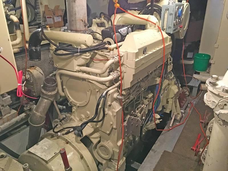 O novo Cummins KTA19 da Kara-Matt sendo instalado (Foto cortesia de Deon Strickland / Cummins)