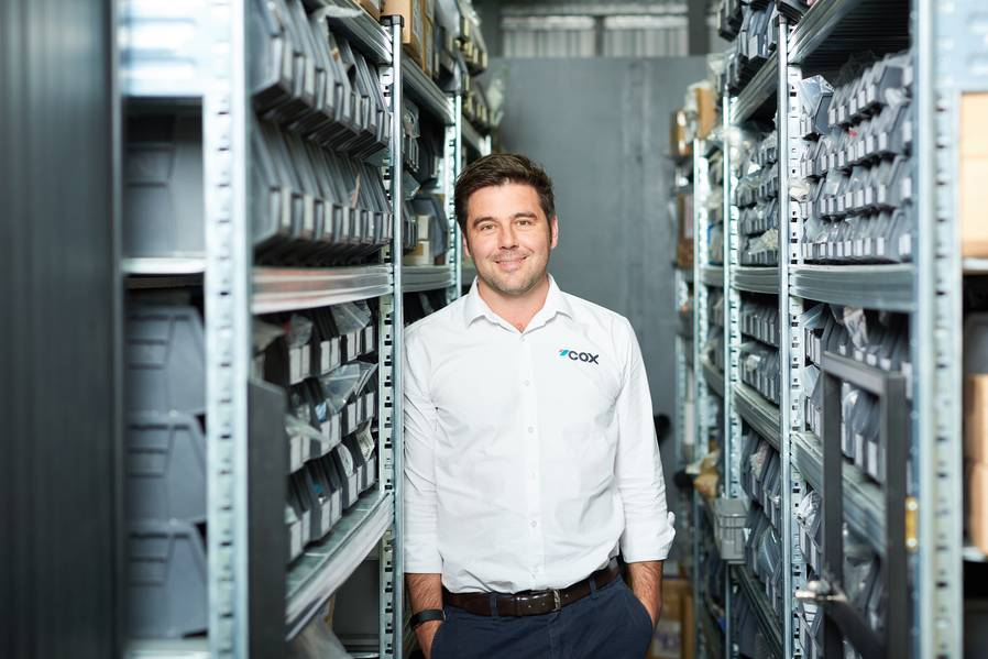 oel Reid ، مدير المبيعات العالمي ، COX Powertrain