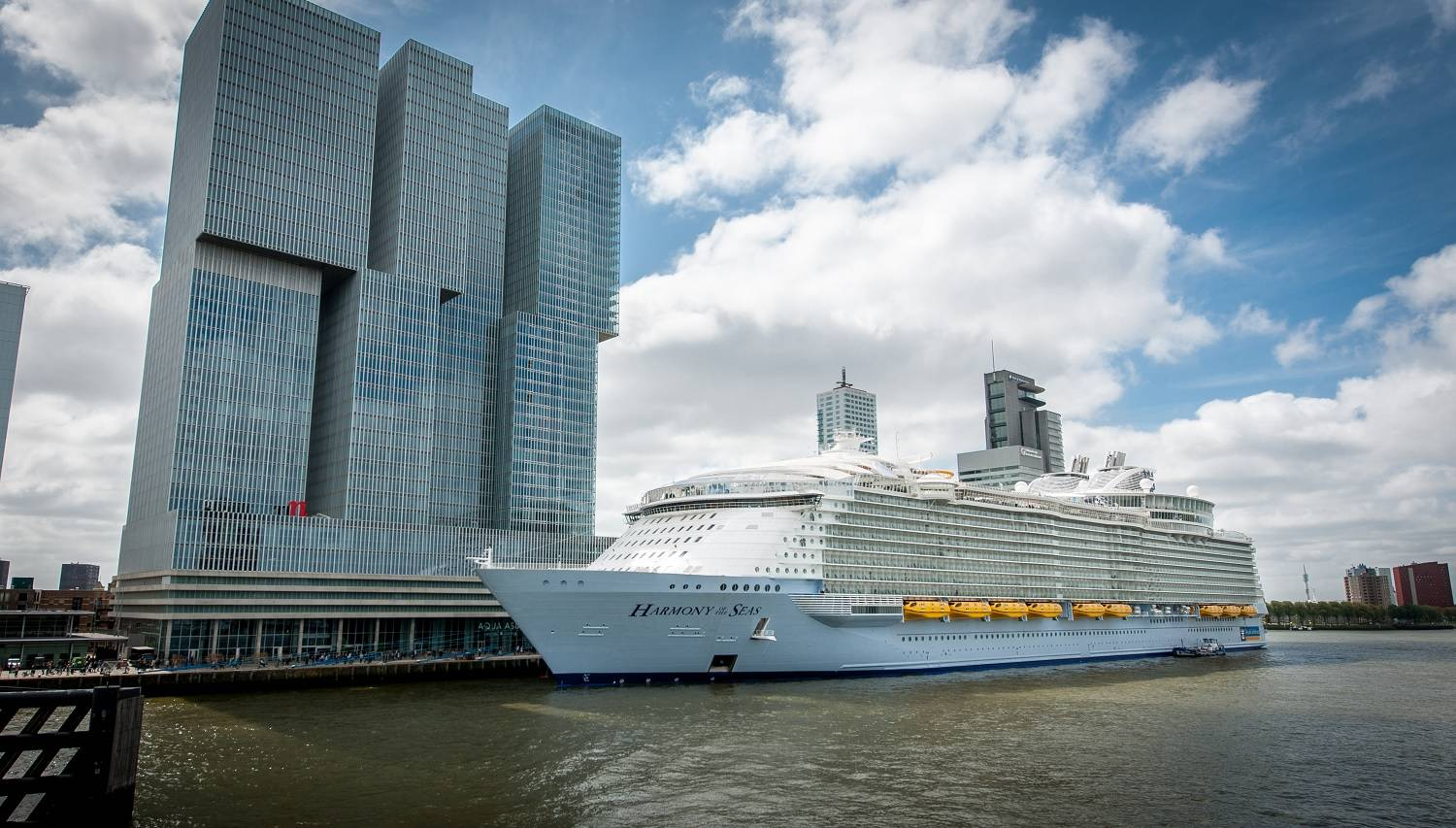 W 228 Rtsil 228 Powers The World S Largest Cruise Ship