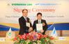 The charter parties were signed by EMC Chairman Mr. Anchor Chang and President of Shoei Kisen Kaisha Mr. Yukito Higaki. (Photo: Evergreen)