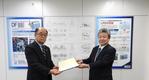 Left: Daihatsu Diesel President Shigeki Kinoshita Right: ClassNK Senior Executive Vice President Toshiyuki Shigemi  (Photo: ClassNK)