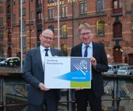 From left to right: Mr. Fransen (Managing director, Green Award Foundation), Mr. Wolfgang Hurtienne (Managing Director, Port of Hamburg Authority).
