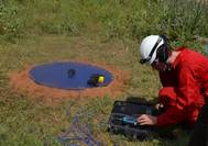 A technician sets up the acoustic measuring equipment at the wind turbine site (Photo: ABS)