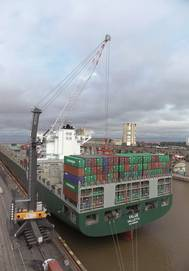 LHM 600 handling containers in Buenos Aires, Argentina