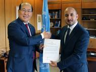 Jorge Barakat Pitty (right), Minister of Maritime Affairs of Panama, presented the countrys instrument of accession to the Ballast Water Management Convention to IMO Secretary General Lim on October 19, 2016. (Photo: IMO)
