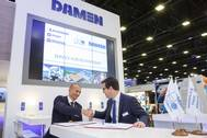From left to right: Igor Yakovenko, CEO JSC DeloPorts, with Bart Kaal, Regional Service Manager, Damen Shipyards Group (Photo: Damen)