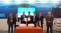 DNV GL and KSOE have signed an MOU to develop low-carbon fuels. Pictured is the MOU signing ceremony which took place at the Gastech trade fair in Houston, Texas, last month. (Photo: DNV GL / KSOE)