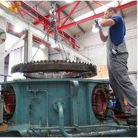 1)	A Voith technician dis-assembles the Voith Schneider Propeller (Photo: Voith)