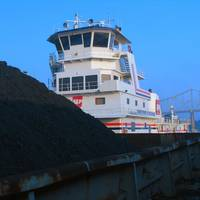 A coal barge underway on U.S. inland waterways (CREDIT: AEP)