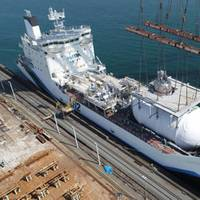 A liquefied hydrogen storage tank was installed on board the world's first liquefied hydrogen carrier Suiso Frontier at Harima Works in March 2020. (Photo: Kawasaki Heavy Industries)