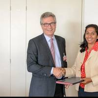 L-R Argyris Stasinakis (Partner, MarineTraffic) and Shamika Sirimane (Director of UNCTAD's Division on Technology & Logistics) (Photo: MarineTraffic)