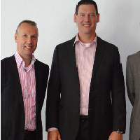 Bob Rietveldt (Ulstein Sea of Solutions) and Gilbert Rezette and Arjan Boezeman (IDEA Heavy Equipment) plan to join forces in the new company Ulstein IDEA Equipment Solutions b.v.