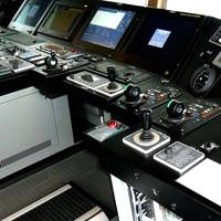 Bridge controls: Photo Navis Engineering