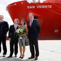 Christening in Montevideo: (left to right) Captain Uwe Köhler, Roland Maier, Sponsor Elisa Maier and Frank Smet, member of the Hamburg Süd Executive Board (Photo: Hamburg Süd)