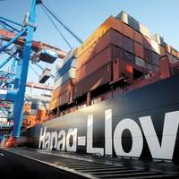 Containership loading: Photo Hapag-Lloyd