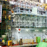 Seven-cylinder Wärtsilä RT-flex82T low-speed engine at Hyundai Heavy Industries Co Ltd in Korea. It develops 31,640 kW at 76 rpm. (Photo courtesy Wärtsilä Corporation)