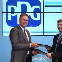 DNV GL's George Dimopoulos, Head of R&D and advisory Greece and PPG's Tom Molenda, Global Director Marine Coatings sign the collaboration agreement  (Photo: PPG)