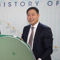 Dr Nathan Kundtz, Kymeta President and CTO (left) and Eric Sung, Intellian President and CEO with a Kymeta mTenna™ Prototype