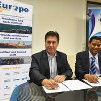 Dr. Patrick Cheppe, CEO of Europe Technologies Group, and Wilfred de Gannes, Chairman & CEO of the Shipbuilding and Repair Development Company of Trinidad and Tobago Limited, signe the MOU in Nantes, France on November 25, 2016. (Photo: SRDC)