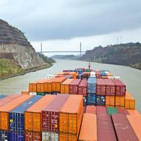 Due to the dimensions of the canal, shipping companies are only able to use ships with a maximum capacity of 4,900 TEU so far. (Photo Hapag-Lloyd)