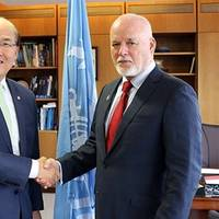 ​Fiji's Ambassador Peter Thomson, the UN Secretary General's Special Envoy for the Ocean (right), pictured with IMO Secretary-General Kitack Lim. Photo:  International Maritime Organization (IMO)