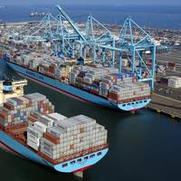 File photo: Maersk containerships at Pier 400 in Los Angeles (Photo: APM Terminals)
