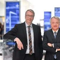 From left: Former CEO Dr. Stefan Sommer with Dr. Konstantin Sauer (Photo: ZF)