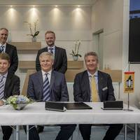 From left to right: Dr. Torsten Büssow, DNV GL's Head of Fleet Performance Management; Albrecht Grell, Director of the Maritime Advisory division at DNV GL; Geir Boe, Vice President Marine Coatings at Jotun; and Stein Kjølberg, Global Sales Director, Hull Performance Solutions at Jotun.