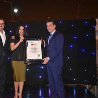 From left to right: Gustavo Manrique, President of Sambito and Evelyn Montalván, Guayas Provincial Director of the Ministry of the Environment hands over the plaque of recognition to José Antonio Contreras, chief executive officer of Contecon Guayaquil as the first carbon-neutral port in the whole of Ecuador and Latin America. Photo: ICTSI