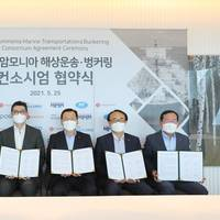 From left to right: Jong-chul Choi, executive vice president, HMM; Hyung-chul Lee, chairman & CEO, Korean Register; Sung-joon Kim, senior executive vice president, KSOE; Kyung-Moon Jung, CEO, LOTTE Fine Chemical; Byeong-Og Yoo, senior executive vice president, POSCO; and Chan-bok Park, CEO, Lotte Global Logistics (Photo: HMM)
