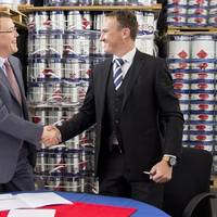 From left to right: Kim Junge Andersen (Group Executive Vice President and CFO) and Johann Geldenhuis (TCMC's General Manager) shaking hands after the deal was signed. (Photo: Hempel)