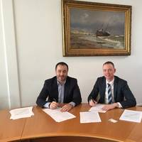 From left to right:  Sanmar Commercial Director, Rüchan Çıvgın with Svitzer Europe Managing Director, Kasper Friis Nilaus (Photo: Sanmar)