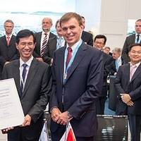 """From right to left: Tor Svensen, CEO of DNV GL Maritime, presents the Approval in Principle for the first """"LNG Ready"""" mega box ships to Oi Hyun Kim, CEO and COO of HHI's Shipbuilding Division, and Waleed Al Dawood, COO of United Arab Shipping Company, in the presence of His Excellency Sheikh Ali Bin Jassim Al Thani, UASC Board Member."""