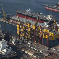 Heavy lifts in DDW Yard: Photo credit Drydocks World